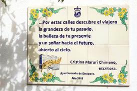 Cristina Maruri en la ruta de la poesía de Estepona